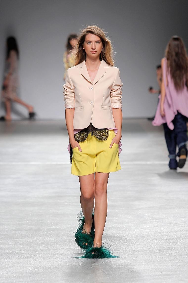moda-actual-verano-pantalones-cortos-Ricardo-Preto