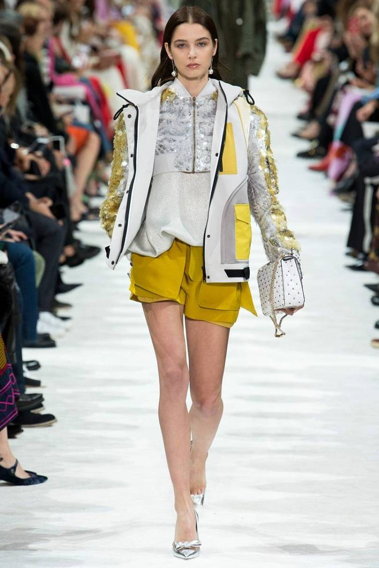 moda-actual-verano-pantalones-cortos-Valentino