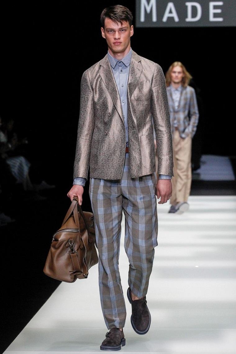 pantalon-cuadros-chaqueta-brillante-hombre