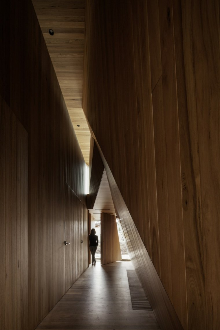 pasillo-madera-clara-exteriores