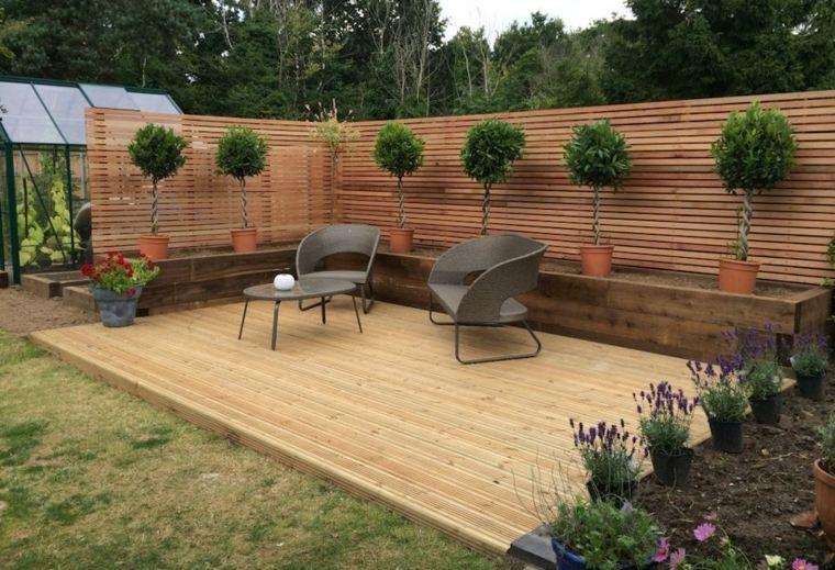 jardines con elementos de madera