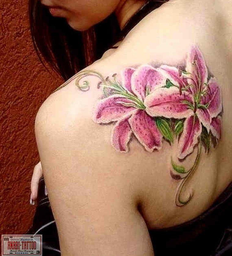 Tattoo de flores de lirio