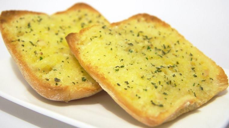 recetas-para-desayunos-pan-tostado-ajos-opciones