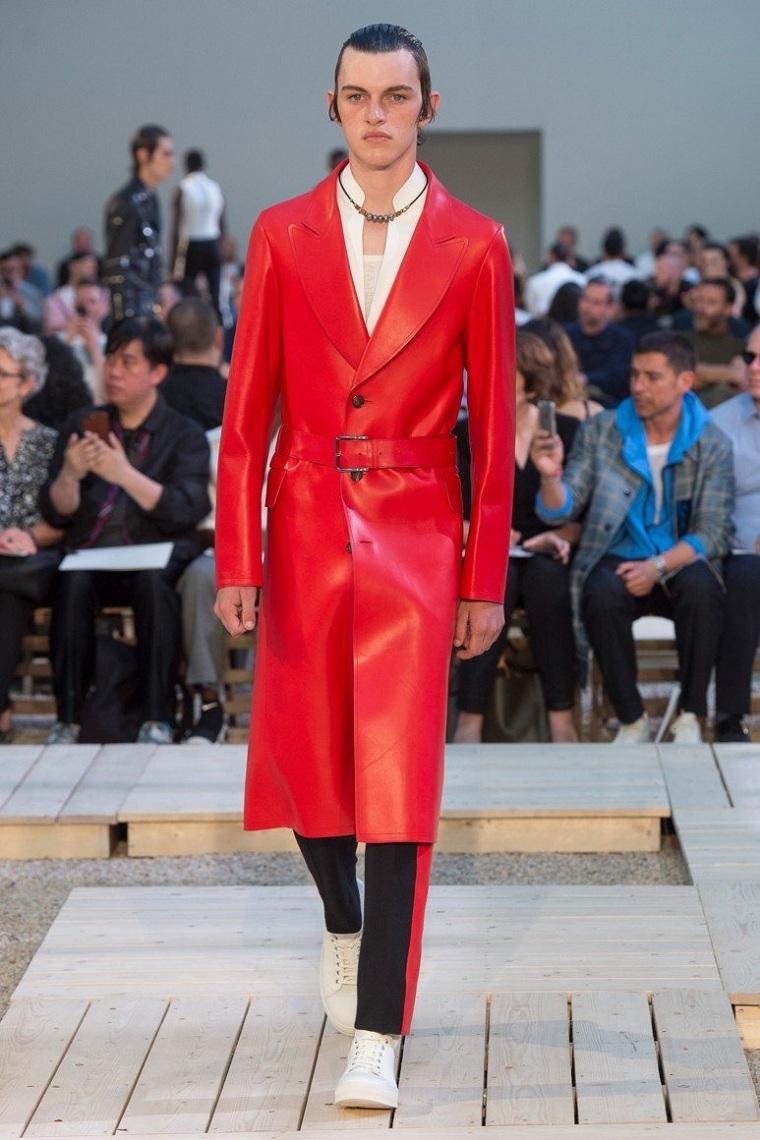 ropa-moda-hombre-abrigo-largo-rojo