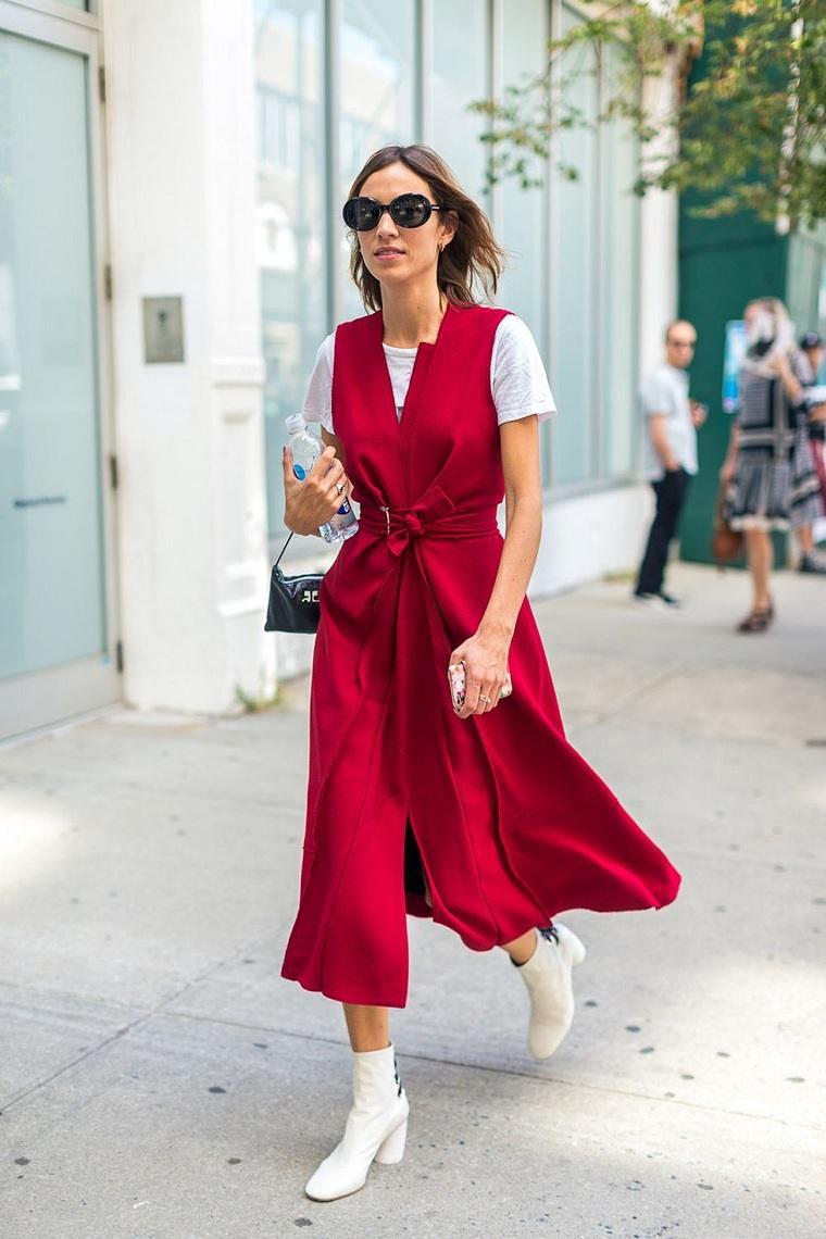 ropa-moderna-chica-estilo-urbano-2018-abrigo-rojo--vibrante
