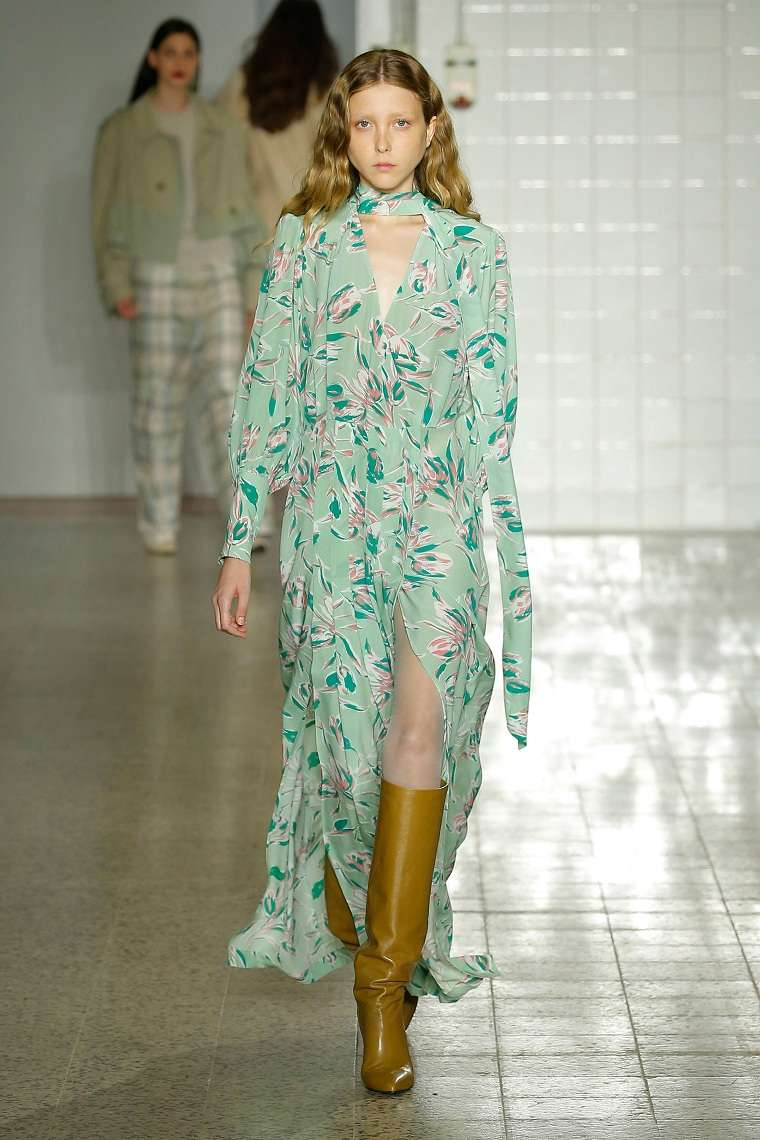 ropa-moderna-chica-estilo-urbano-2018-semana-vestido