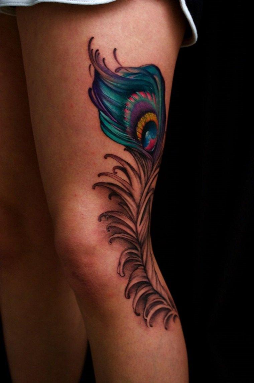 tatuajes-de-plumas-estilo-moderno-pierna