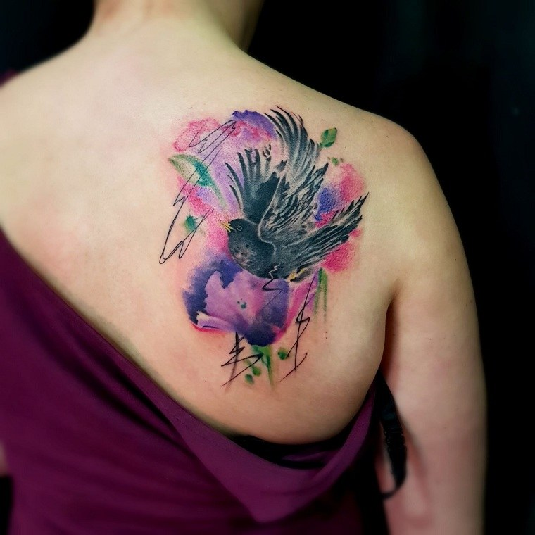 tatuajes-elegantes-tendencias-estilo-moderno-colores-acuarela-bellos