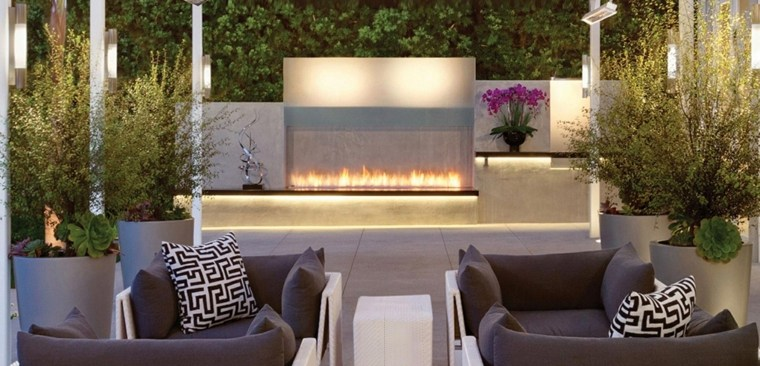 patios con chimeneas modernas