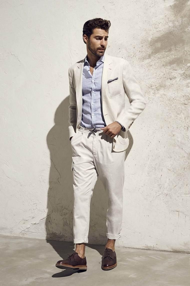 traje-color-claro-diseno-moderno