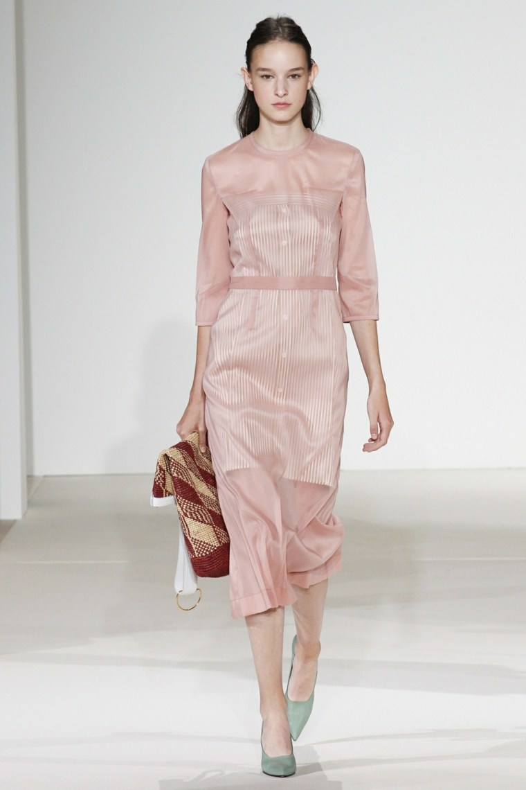 vestido-ligero-color-rosa-diseno-moderno