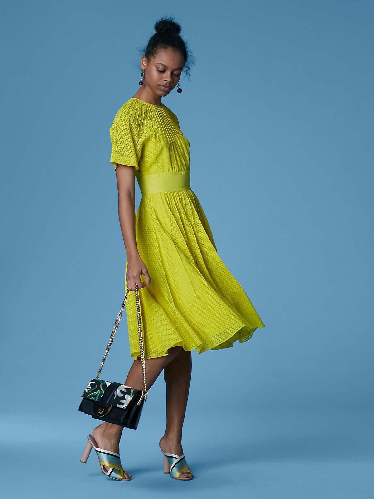vestido-color-verde-llamativo