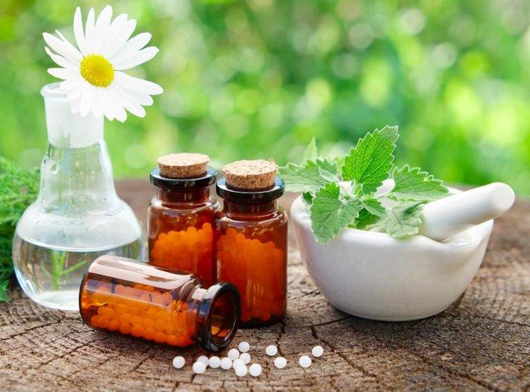 aceites-esenciales-botellas-plantas