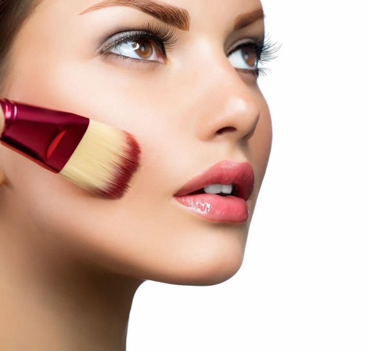 aplicar-polvo-maquillaje-opciones