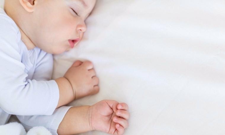 bebe-noche-despertar-mitos-consejos