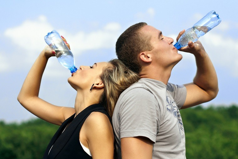beneficios de tomar agua-consejos-pareja