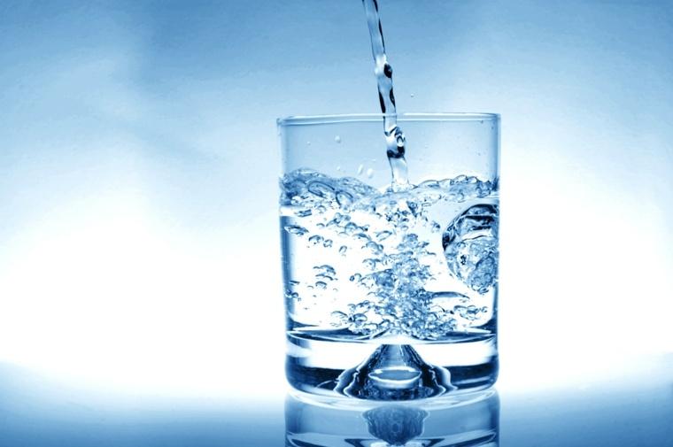 beneficios-de-tomar-agua-consejos-vaso