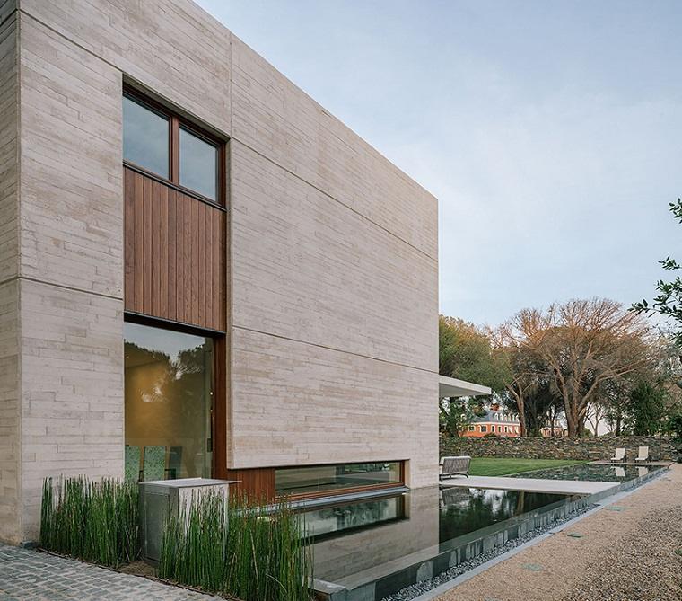 casa moderna diseño fuente lateral