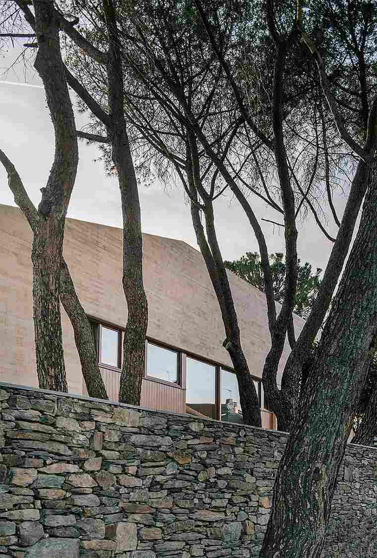 casa moderna diseño muro rocas