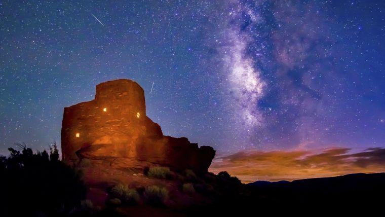 casa-monumento-ruinas-noche-estrellas