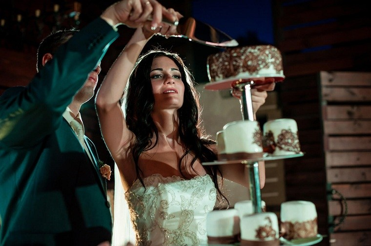 celebrar-boda-cortar-pastel-estilo