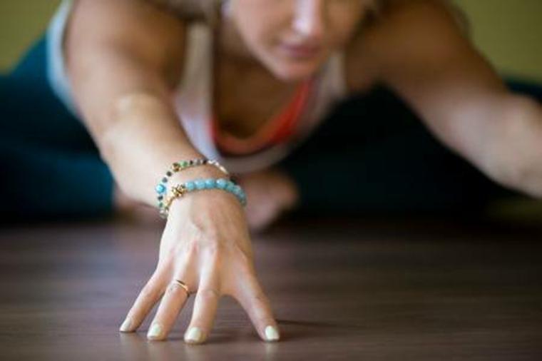 ejercicios de yoga faciles