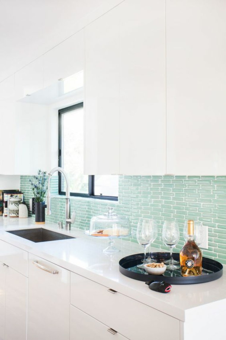 cocina-con-azulejos-azules