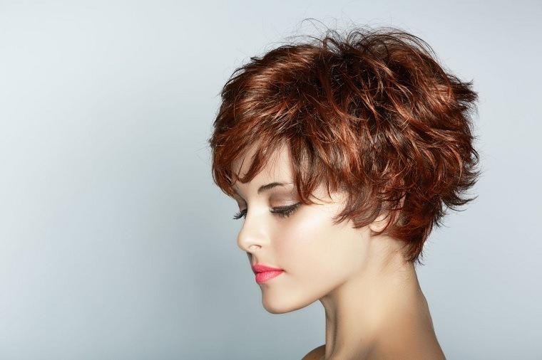 cortes-de-cabello-corto-para-mujer-rojo-oscuro