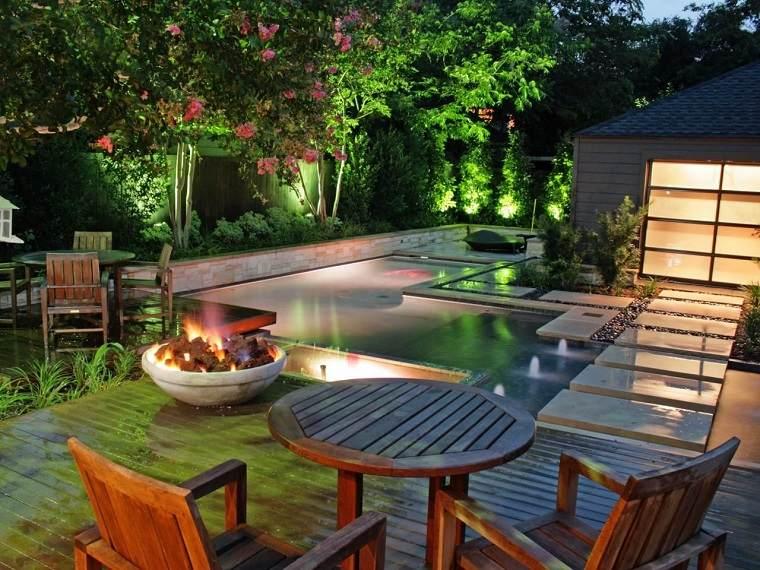 diseno-exteriores-original-mesa-madera-piscina