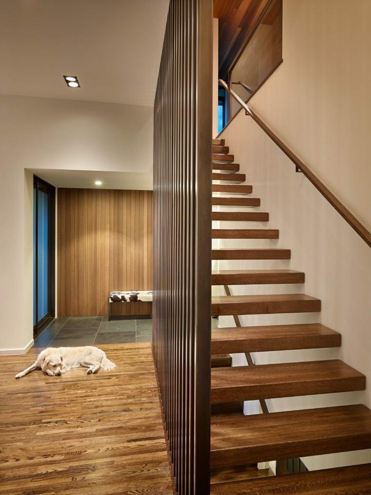 Divisor de escaleras de madera