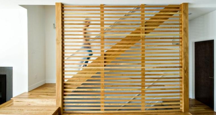 Divisor de pared de escalera de madera