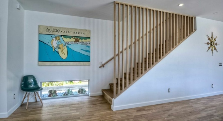 Divisor de escalera de madera