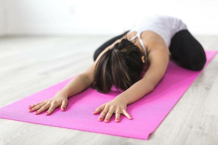 el yoga-practica-casera
