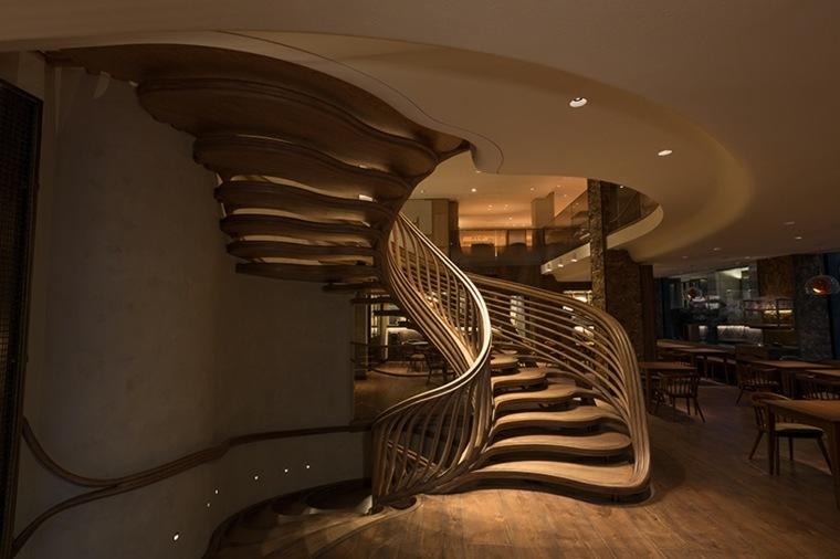 entrada-escalera-fresca-madera
