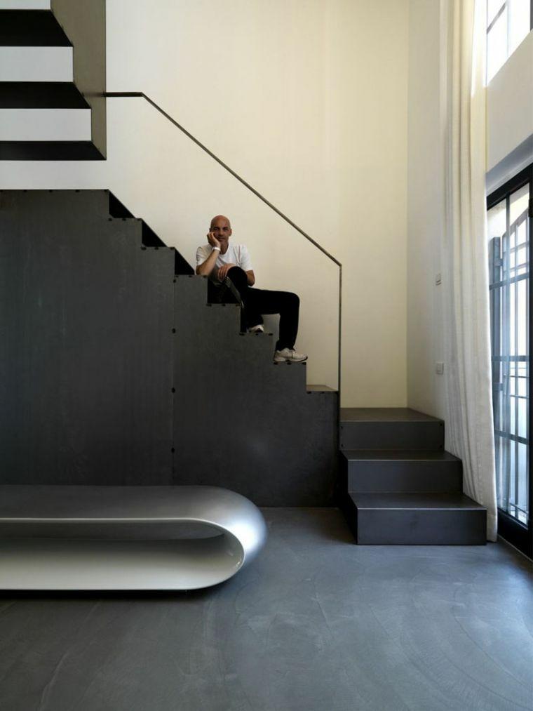 escaleras de madera-elementos-negros