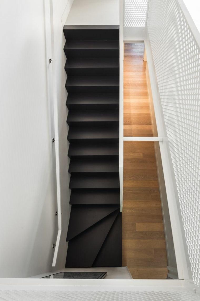 escaleras de madera para interiores-negro