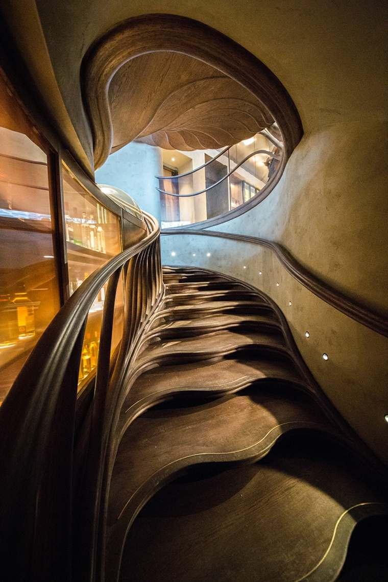 escaleras interiores detalles peldaños
