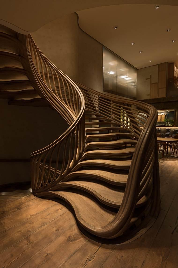escaleras interiores madera preciosa