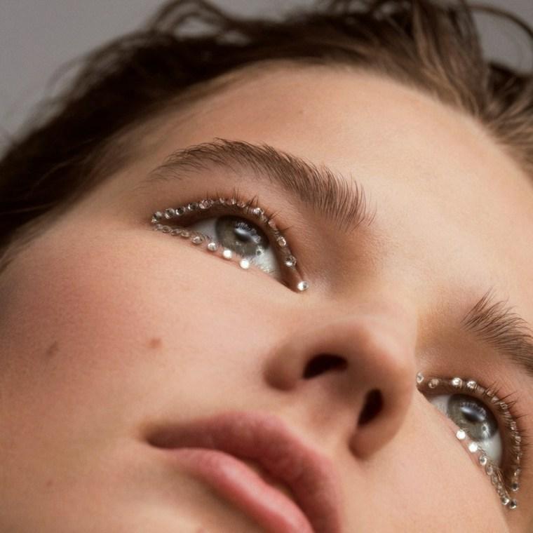 Piedras de Strass como complemento del maquillaje