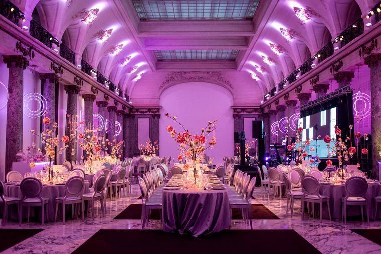fiesta de bodas-inolvidable-sala-amplia-decorada