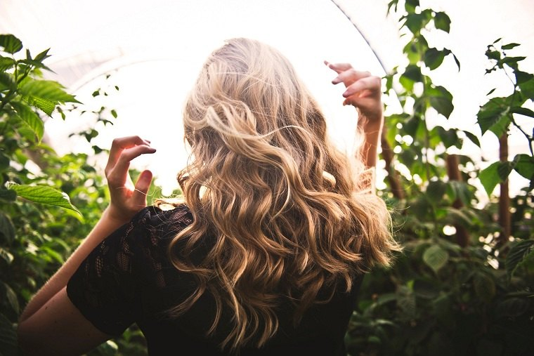hierbas-medicinales-cabello-sano-largo-brillante