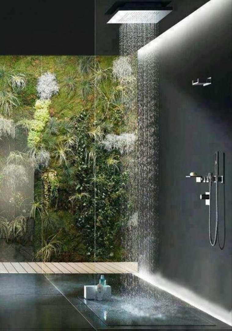 cabina de ducha con jardin vertical