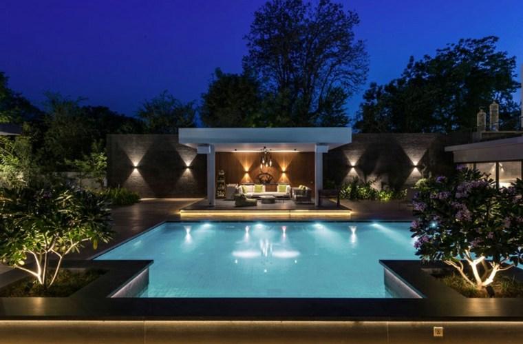 la-piscina-de-noche