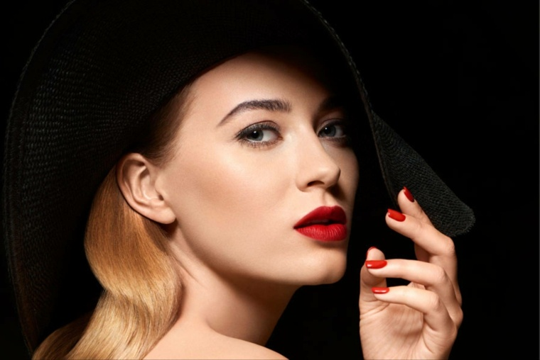 maquillaje de noche-pintar-labios