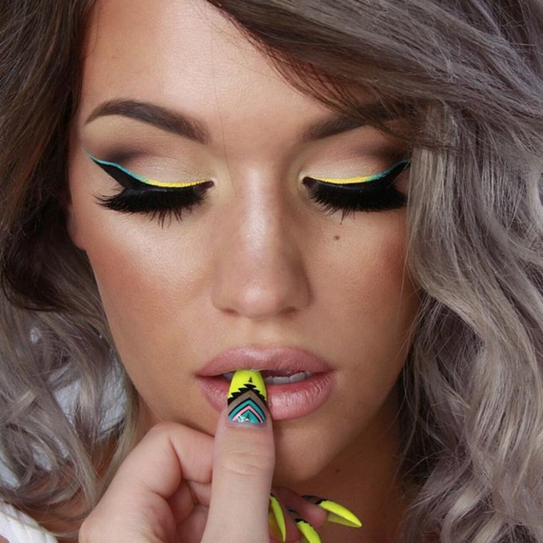 maquillaje de ojos de colores