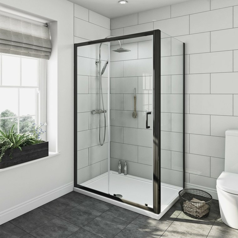 cabina de ducha moderna con puerta de vidrio