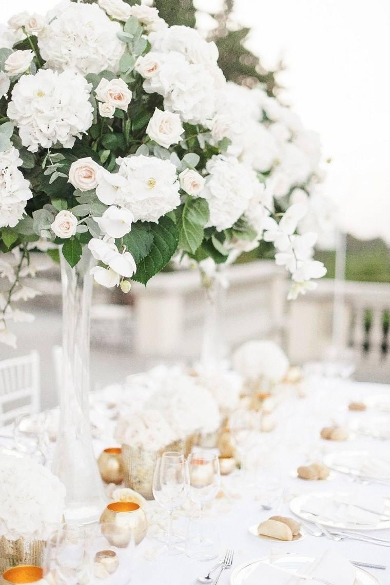 mesa-decorada-flores-blancas-boda-opciones
