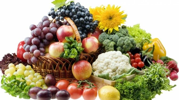 muchas-frutas-en-cesta