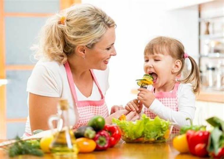 niña-comiendo-verduras