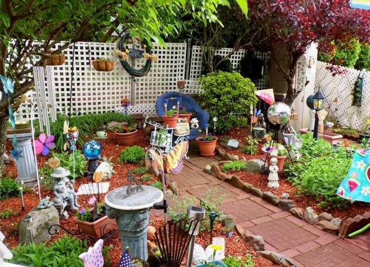 Original decoración de jardín con figuras decorativas